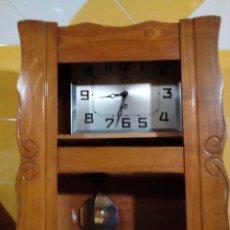 Relojes de pared: ANTIGUO RELOJ DE CUERDA. Lote 175356409