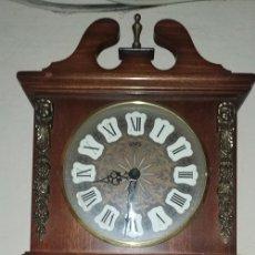 Relojes de pared: PRECIOSO RELOJ DE PARED SARS EN BUEN ESTADO, LE FALTAN LOS PESOS (LEER DESCRIPCIÓN). Lote 175948727