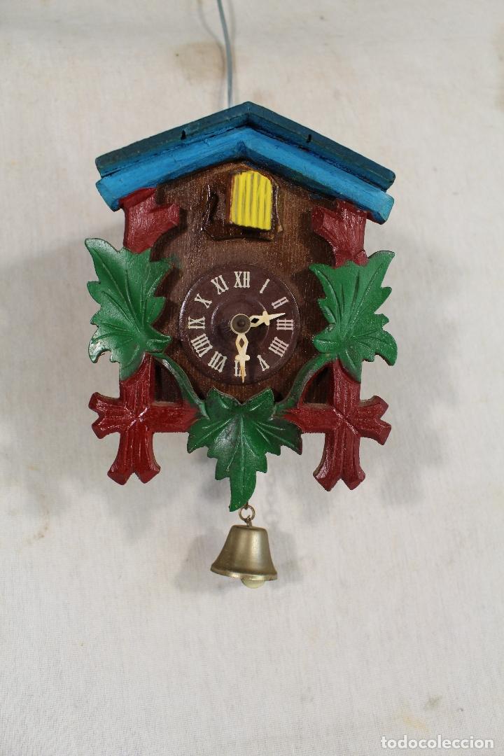 RELOJ CUCO DE MADERA REPINTADA PARA RESTAURAR (Relojes - Pared Carga Manual)