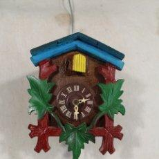 Relojes de pared: RELOJ CUCO DE MADERA REPINTADA PARA RESTAURAR . Lote 176148408