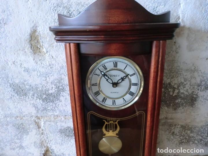 Relojes de pared: BONITO RELOJ DE PARED EN MADERA Y CRISTAL,( AÑOS 70)A PILAS Y SIN PROBAR - Foto 3 - 176307519