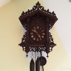 Relojes de pared: ANTIGUO Y GRAN RELOJ DE CUCO SELVA NEGRA, CASITA GUARDAVIAS, SIGLO XIX, ORIGINAL Y COMPLETO. Lote 176422467