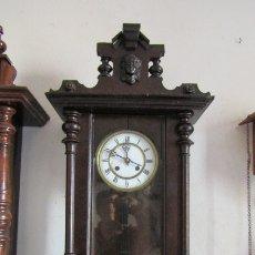 Relojes de pared: ANTIGUO RELOJ DE CUERDA MECÁNICA DE PARED ALEMÁN AÑO PERIODO 1850 1880 FUNCIONA Y DA SUS CAMPANADAS. Lote 176772877