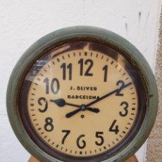 Relojes de pared: ESPECTACULAR Y ANTIGUO RELOJ DE DOS ESFERAS DE CUERDA 52CM DE DIÁMETRO X 17 DE ANCHO. Lote 176972915