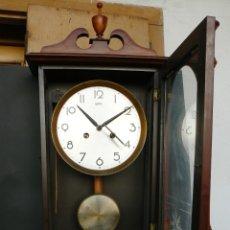 Relojes de pared: RELOJ PENDULO DE PARED.LLAVE DE CUERDA.SARS. Lote 177558258
