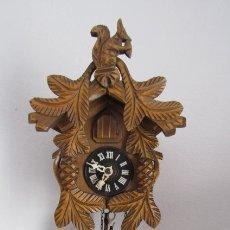Relojes de pared: RELOJ ANTIGUO DE PARED ALEMÁN CUCU CUCO PÉNDULO FUNCIONA CON PESAS FABRICADO EN SELVA NEGRA ALEMANA. Lote 179186908