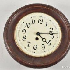 Relojes de pared: ANTIGUO RELOJ REDONDO PP. XIX CHAPA PENDULO RAREZA FUNCIONANDO FABRICADO ALEMANIA 30 CM DIAMETRO. Lote 179208700