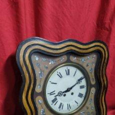 Relojes de pared: IMPRESIONANTE OJO DE BUEY CUADRADO CON INCRUSTACIONES DE NÁCAR SIGLO XIX. Lote 179375522