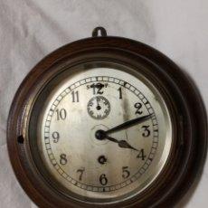 Relojes de pared: ANTIGUO RELOJ DE PARED INGLES - TIPO BARCO OJO DE BUEY REDONDO - CON LLAVE (FUNCIONANDO). Lote 179539361