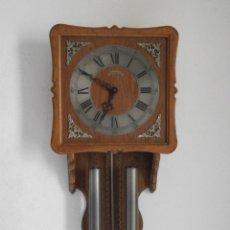 Relojes de pared: RELOJ ANTIGUO DE PARED ALEMÁN MECÁNICO CON SISTEMA DE PESAS Y PÉNDULO, FUNCIONA Y DA CAMPANADAS. Lote 180018036