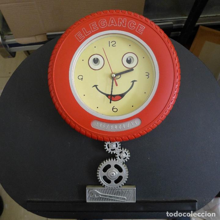 RELOJ DE PARED ELEGANCE FORMA DE NEUMATICO IDEAL DECORACION TALLER AUTOMOVIL O MOTOS (Relojes - Pared Carga Manual)