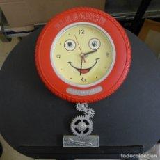 Relojes de pared: RELOJ DE PARED ELEGANCE FORMA DE NEUMATICO IDEAL DECORACION TALLER AUTOMOVIL O MOTOS. Lote 180040677
