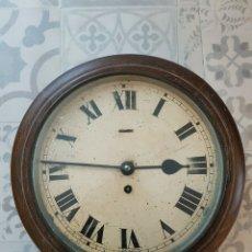 Relojes de pared: ANTIGUO RELOJ INGLES DE PUB O ESTACIÓN DE FERROCARRIL EN MADERA- AÑO 1910-20-FUNCIONA. Lote 180082717