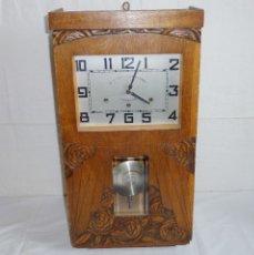 Relojes de pared: RELOJ DE PARED CARRILLONS WESTMINSTER DE 3 CUERDAS CON CAJA DE MADERA TALLADA.FUNCIONA.. Lote 180104937
