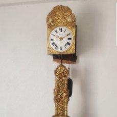 Relojes de pared: RELOJ MOREZ ANTIGUO DE PENDULO REAL BUEN ESTADO MOTIVO SIEGA FUNCIONA DE COLECCIÓN!!!. Lote 180097883