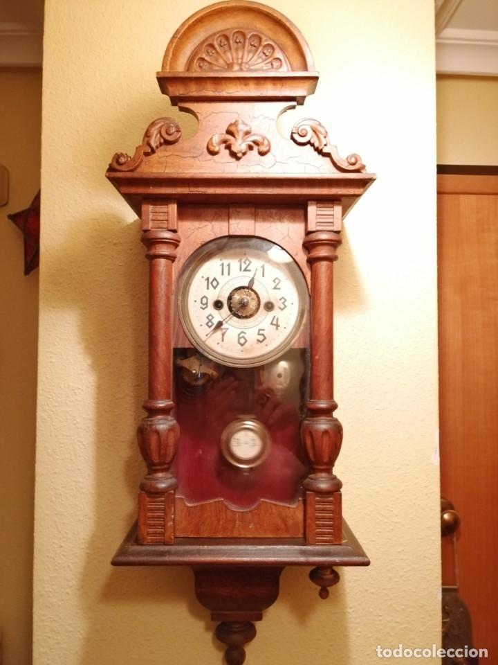 ANTIGUO RELOJ DE PARED CON ALARMA-DESPERTADOR. MECÁNICO Y FUNCIONANDO. (Relojes - Pared Carga Manual)