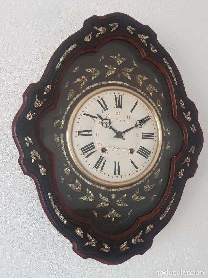 RELOJ ANTIGUO OJO BUEY MAQUINA MOREZ NÁCAR POR FUERA CASI A ESTRENAR MUY DETALLADO FUNCIONA MIRALO (Relojes - Pared Carga Manual)