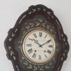 Relojes de pared: RELOJ ANTIGUO OJO BUEY MAQUINA MOREZ NÁCAR POR FUERA CASI A ESTRENAR MUY DETALLADO FUNCIONA MIRALO. Lote 180282472