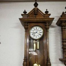 Relojes de pared: RELOJ VIENES MADERA. Lote 180444446