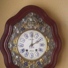 Relojes de pared: ¡¡GRAN OFERTA !!!PRECIOSO OJO BUEY MOREZ - AÑO 1880- FRONTAL LATON REPUJADO-ESFERA ALABASTRO. Lote 181380776