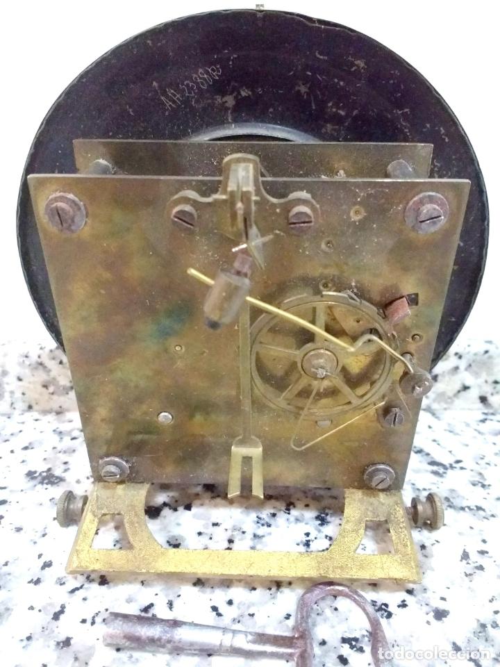 Relojes de pared: Antiguo Reloj Marca España solo Maquinaria de Bronce y Esfera de Porcelana.Números Romanos. - Foto 2 - 181591803