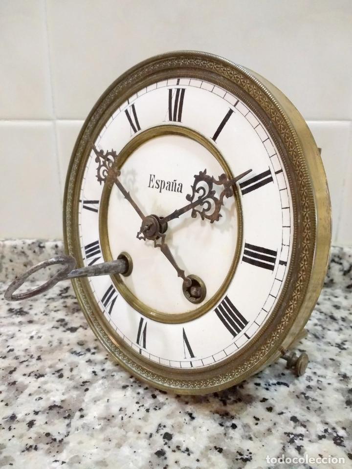 Relojes de pared: Antiguo Reloj Marca España solo Maquinaria de Bronce y Esfera de Porcelana.Números Romanos. - Foto 9 - 181591803