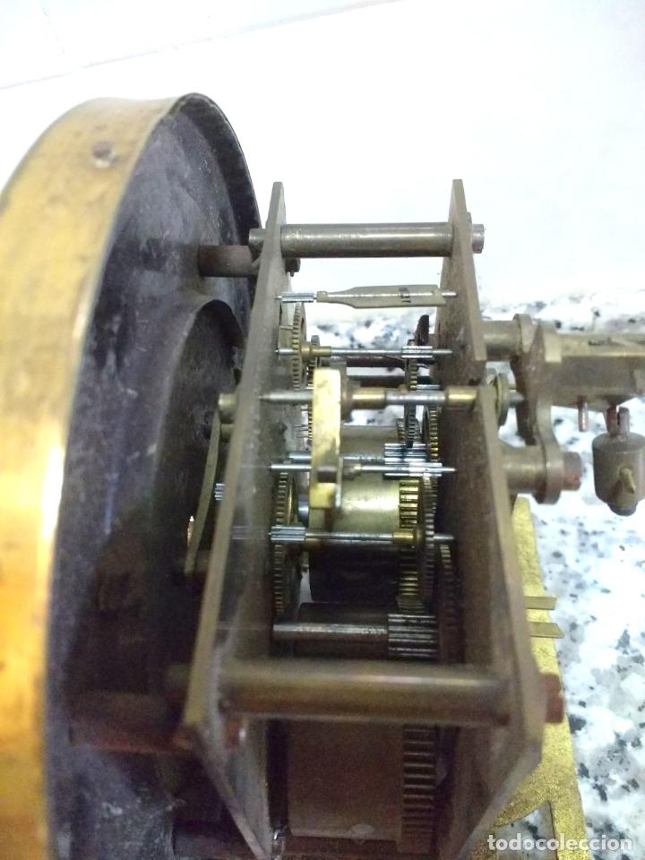 Relojes de pared: Antiguo Reloj Marca España solo Maquinaria de Bronce y Esfera de Porcelana.Números Romanos. - Foto 10 - 181591803