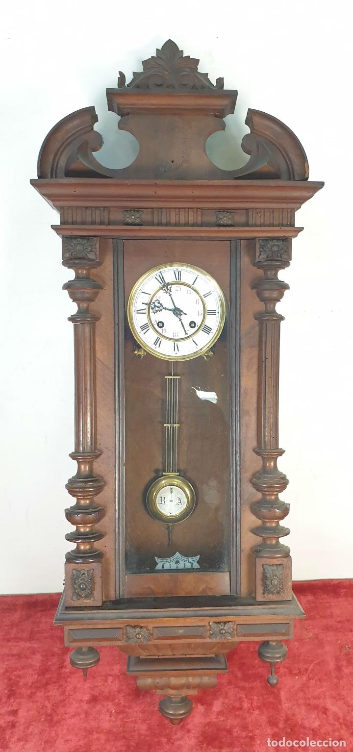 RELOJ DE PARED. MADERA. ESTILO ALFONSINO. MAQUINARIA SUIZA. SIGLO XIX-XX. (Relojes - Pared Carga Manual)