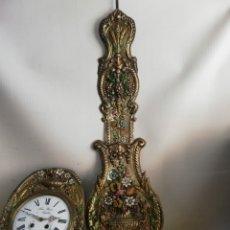 Relojes de pared: RELOJ MOREZ PENDULO REAL POLICROMADO. Lote 182269392