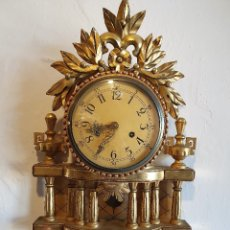 Relojes de pared: ESPECTACULAR RELOJ DE PARED, EN MADERA Y PAN DE ORO. Lote 182709861