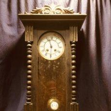 Relojes de pared: ANTIGUO RELOJ ALFONSINO PARED MADERA EBONIZADO TINTADO NEGRO PÉNDULO LLAVE 76 X 33 X 16 CM. Lote 183085035