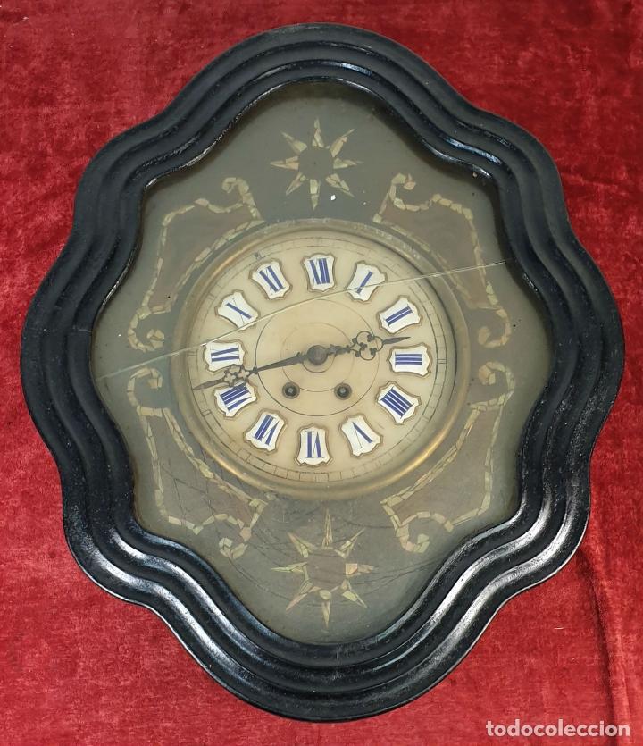 RELOJ DE PARED. OJO DE BUEY. ESTILO ISABELINO. MAQUINA PARÍS. SIGLO XIX. (Relojes - Pared Carga Manual)