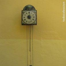 Relojes de pared: RELOJ IBERIA. CUERDA CADENA. PINTADO A MANO. FUNCIONANDO. Lote 183332928