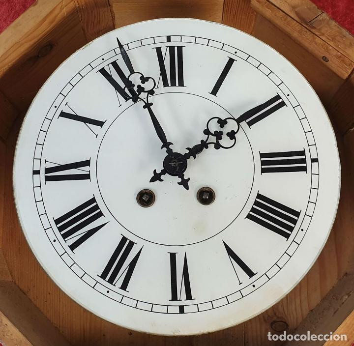 Relojes de pared: RELOJ DE PARED. OJO DE BUEY. MAQUINARIA PARIS. MUEBLE DE MADERA. SIGLO XX. - Foto 3 - 183997911