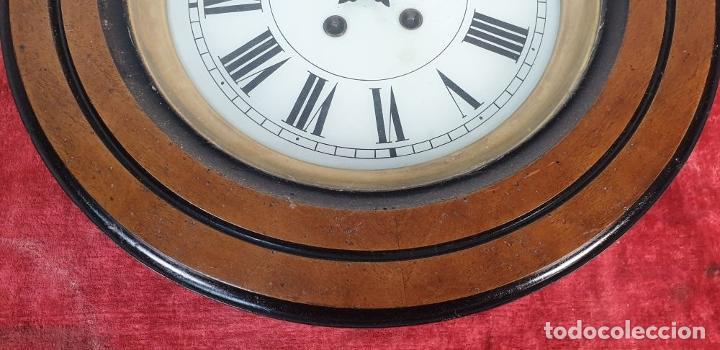 Relojes de pared: RELOJ DE PARED. OJO DE BUEY. MAQUINARIA PARIS. MUEBLE DE MADERA. SIGLO XX. - Foto 6 - 183997911