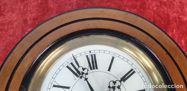 Relojes de pared: RELOJ DE PARED. OJO DE BUEY. MAQUINARIA PARIS. MUEBLE DE MADERA. SIGLO XX. - Foto 7 - 183997911