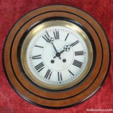 Relojes de pared: RELOJ DE PARED. OJO DE BUEY. MAQUINARIA PARIS. MUEBLE DE MADERA. SIGLO XX. . Lote 183997911