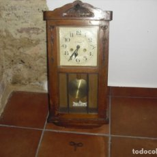Relojes de pared: ANTIGUO RELOJ DE PARED FUNCIONANDO . Lote 184872937