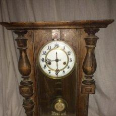 Relojes de pared: ANTIGUO Y PRECIOSO RELOJ DE PENDULO!. Lote 186011591