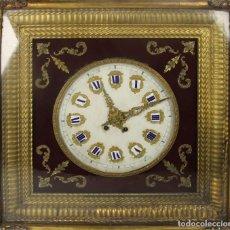 Relojes de pared: RELOJ ESTILO ISABELINO. MAQUINARIA FRANCESA. ESFERA DE ALABASTRO. SIGLO XIX. . Lote 186319543