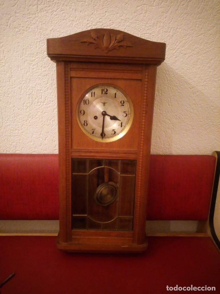 ANTIGUO RELOJ CARGA MANUAL FMS ALEMANIA,FUNCIONANDO CON SU LLAVE ORIGINAL,PUERTA CON VIDRIERA (Relojes - Pared Carga Manual)