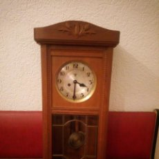 Relojes de pared: ANTIGUO RELOJ CARGA MANUAL FMS ALEMANIA,FUNCIONANDO CON SU LLAVE ORIGINAL,PUERTA CON VIDRIERA. Lote 189141605
