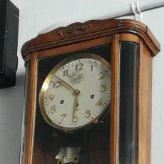 Relojes de pared: RELOJ DE PARED DE MADERA Y CRISTAL. Lote 189251141