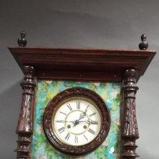 Relojes de pared: RELOJ DE PARED RUSTICO DE MADERA SIGLO XIX. Lote 189253191