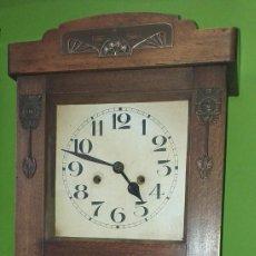 Relojes de pared: RELOJ DE PARED PRIMER CUARTO SIGLO XX - FUNCIONA. Lote 189756536