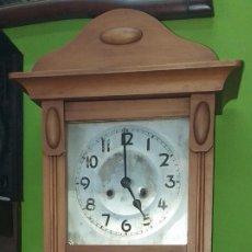 Relojes de pared: RELOJ DE PARED PRIMER CUARTO SIGLO XX - FUNCIONA. Lote 189762268