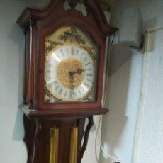 Relojes de pared: RELOJ DE PARED CON PESAS Y PENDULO. Lote 190639876