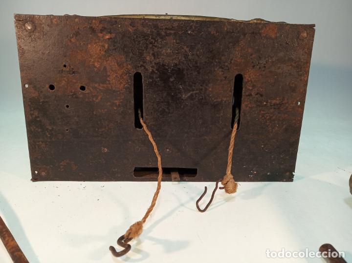 Relojes de pared: Reloj Morez de pared. Péndulo de tijera plegable y grandes pesas de plomo macizas, incluye llave. - Foto 8 - 190936223