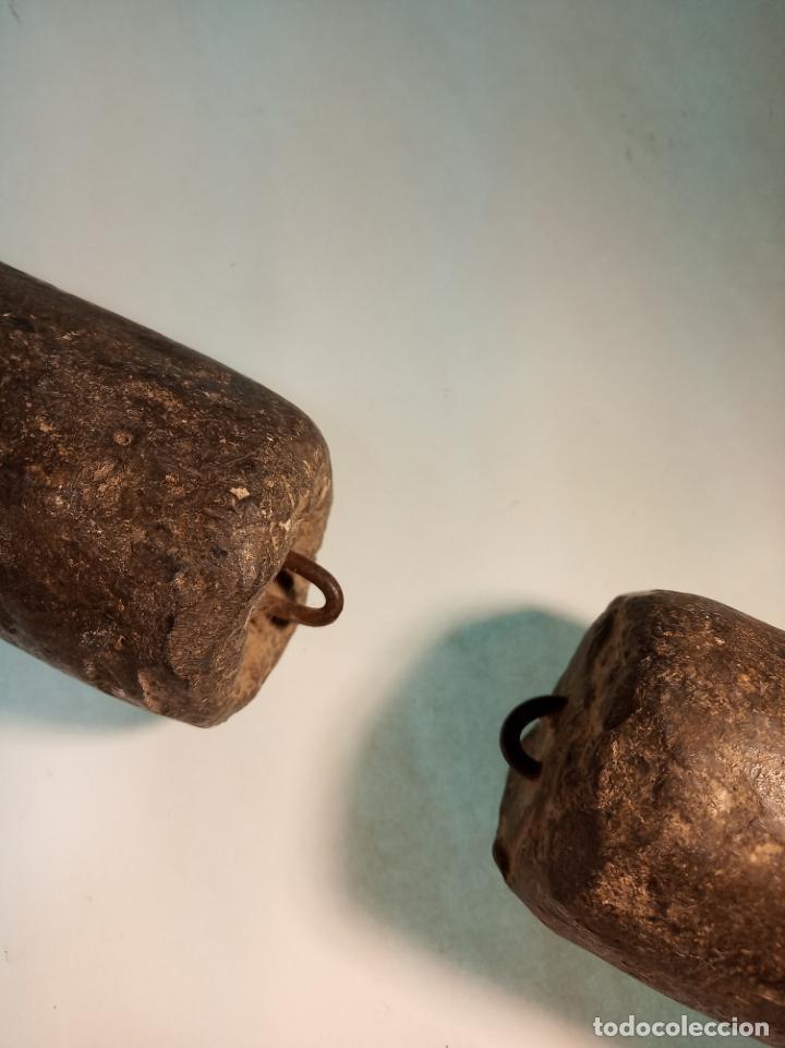 Relojes de pared: Reloj Morez de pared. Péndulo de tijera plegable y grandes pesas de plomo macizas, incluye llave. - Foto 9 - 190936223