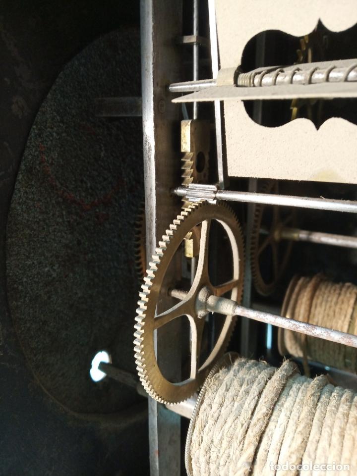Relojes de pared: Reloj Morez de pared. Péndulo de tijera plegable y grandes pesas de plomo macizas, incluye llave. - Foto 16 - 190936223